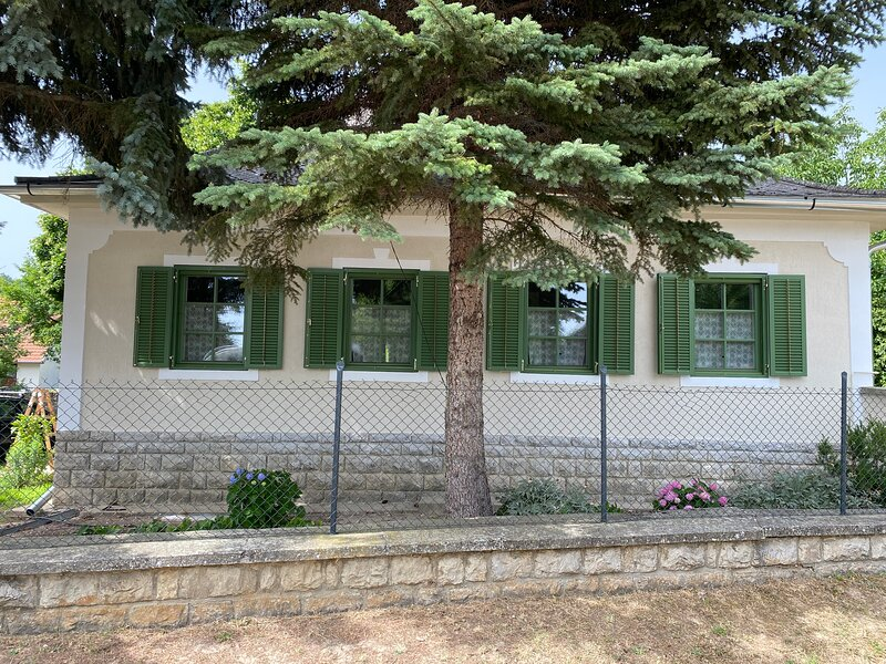 Erdős Vendégház Pécsely, vacation rental in Balatonakali