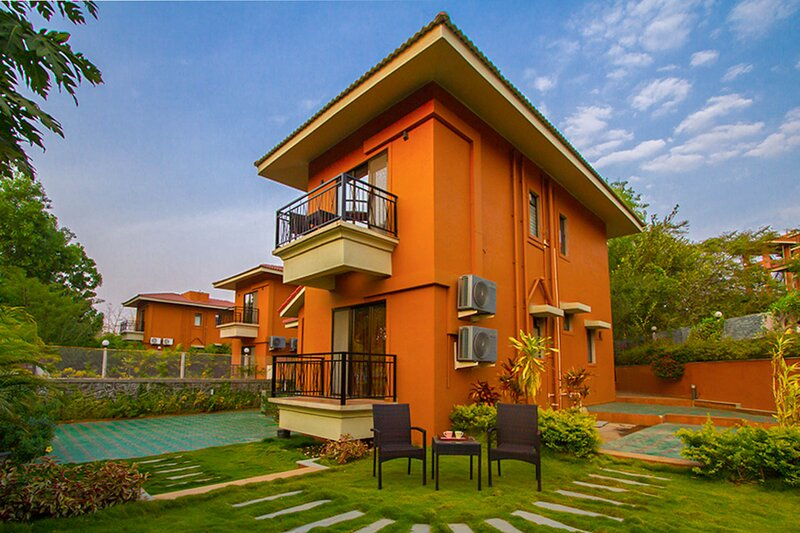 B-24 Spring by Vista Rooms, holiday rental in Palghar  District