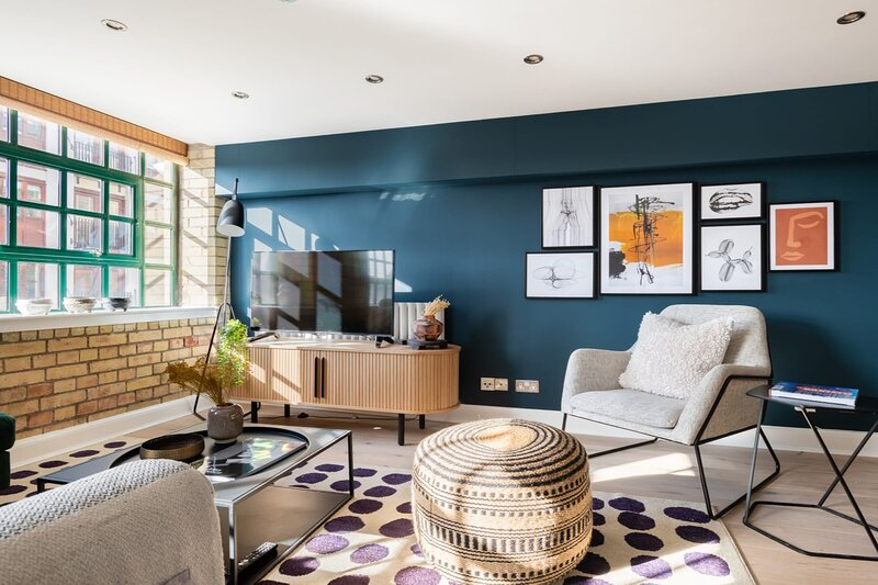 The Wapping Wharf - Modern & Bright 2BDR Flat on the Thames with Parking, location de vacances à Oral