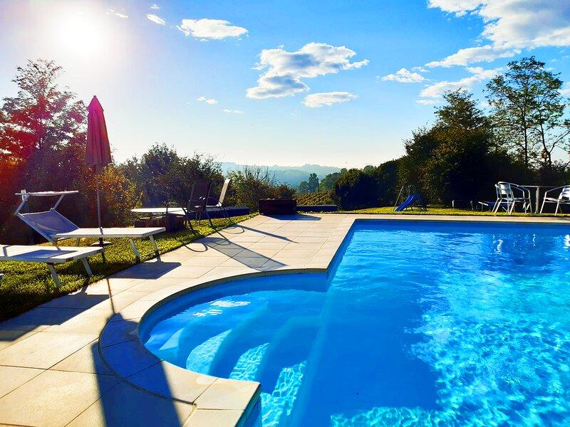 CONFINEDEISANTI B&B APARTMENT 8 beds, alquiler de vacaciones en Berzano di San Pietro