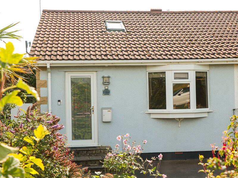 Tilly's Cottage, Kewstoke, vacation rental in Weston super Mare