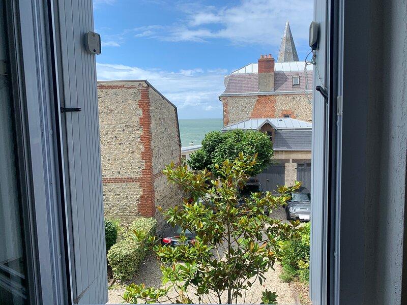 Studio vue mer à 2 min de la plage, holiday rental in Sainte-Adresse