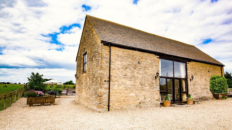 The Gallery at King John's Barn, Little Langley - sleeps 4 guests  in 2 bedrooms, vacation rental in Burford