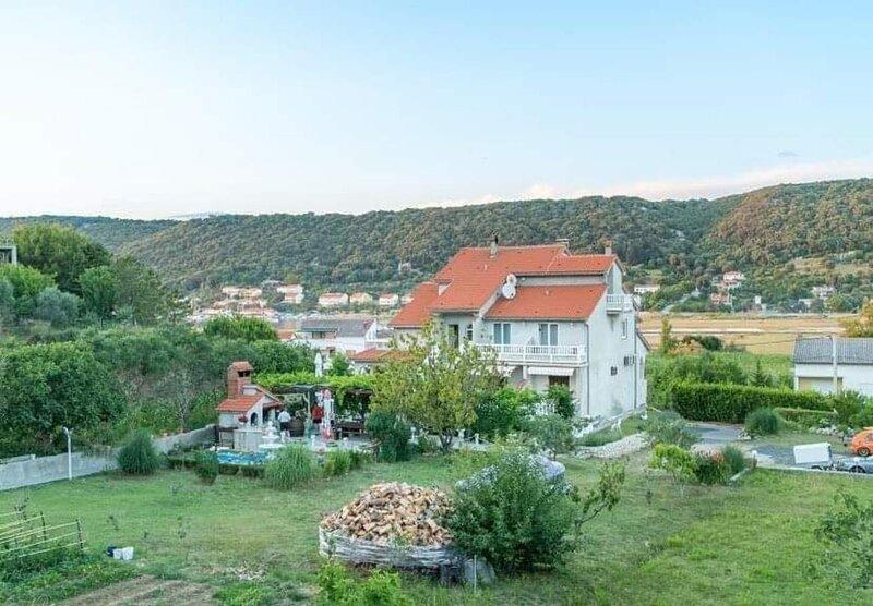 Mig - with beautiful garden: A4 zeleni(4+1) - Supetarska Draga, alquiler de vacaciones en Supetarska Draga
