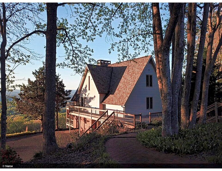 Picturesque Brushy Mountain Retreat... A-frame in the sky  Save  Share, holiday rental in Elkin