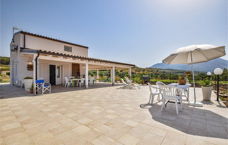 Stunning home in Termini Imerese with 2 Bedrooms (ISP275), location de vacances à Montemaggiore Belsito