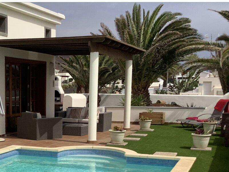 Casa Maria Faro Park | Luxury Villa | Private Heated Pool | Peaceful & Relaxing, holiday rental in Playa Blanca