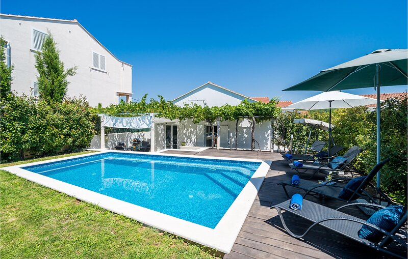 Awesome home in Bosanka with WiFi and 2 Bedrooms (CDD555), vacation rental in Gornji Brgat