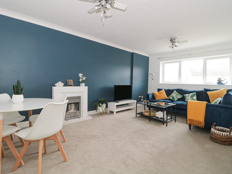 Flat 19, West Bay, vacation rental in West Bay