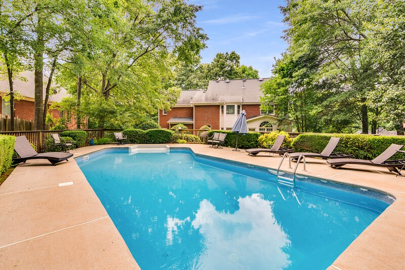 Stunning Mansion,5 BDR, Private Pool, vacation rental in Conyers