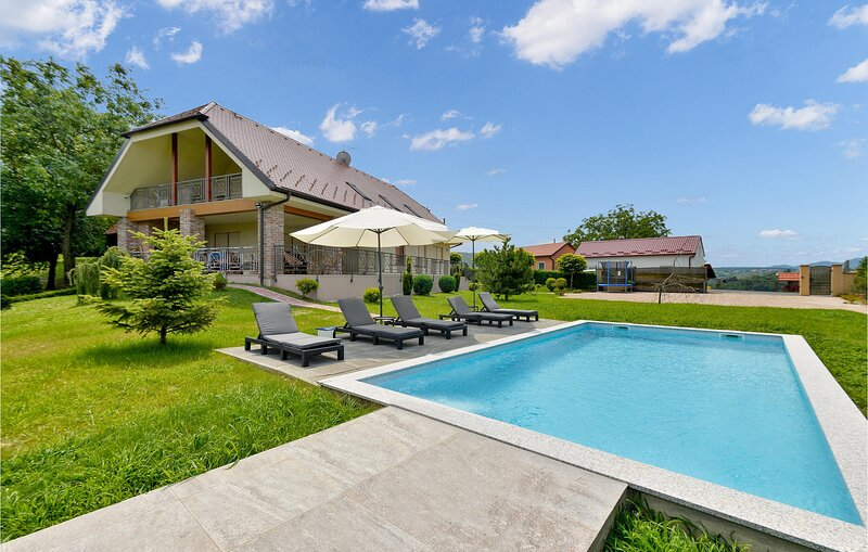 Nice home in Varazdin Breg with Outdoor swimming pool, Sauna and 3 Bedrooms (CCC, holiday rental in Varazdin