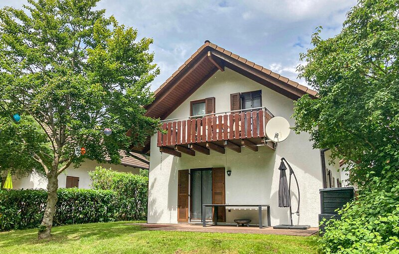 Nice home in Kirchheim with WiFi and 4 Bedrooms (DHE219), holiday rental in Rotenburg an der Fulda