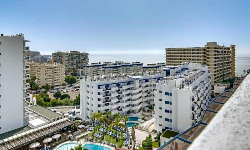 New penthouse near to the beach with BBQ, vakantiewoning in Torrequebrada