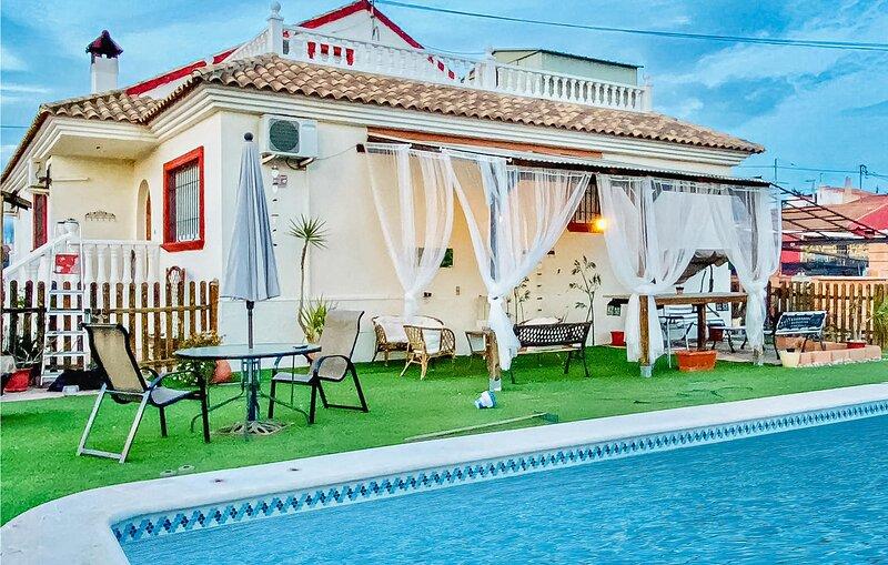 Stunning home in Murcia with Outdoor swimming pool, WiFi and 5 Bedrooms (ECC908), location de vacances à Las Torres de Cotillas
