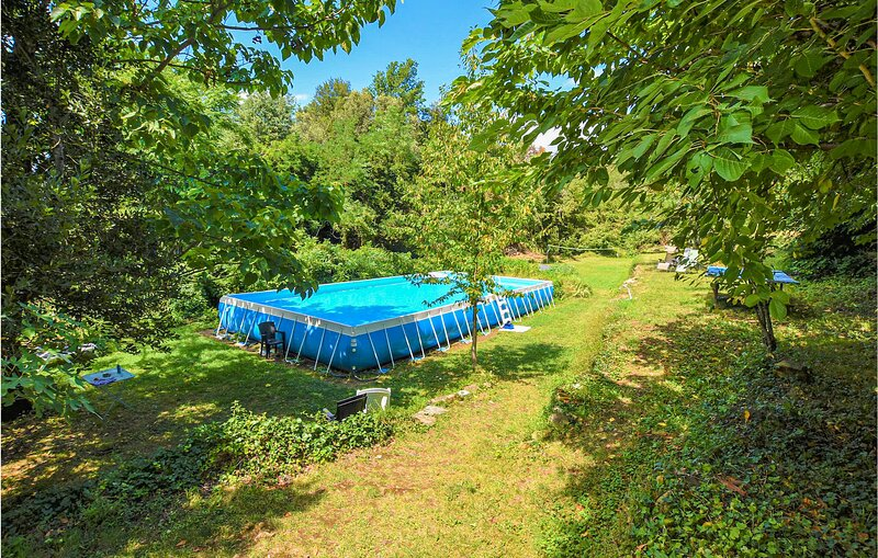 Stunning apartment in Saint-Martin-de-Valgal with Outdoor swimming pool and 1 Be, holiday rental in Saint-Jean-du-Pin