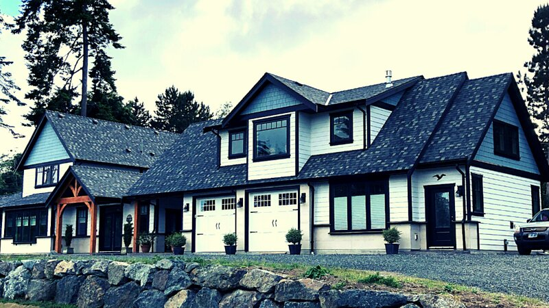 Luxurious private suite with glimpses of the water just steps from Whiffin Spit, holiday rental in Sooke