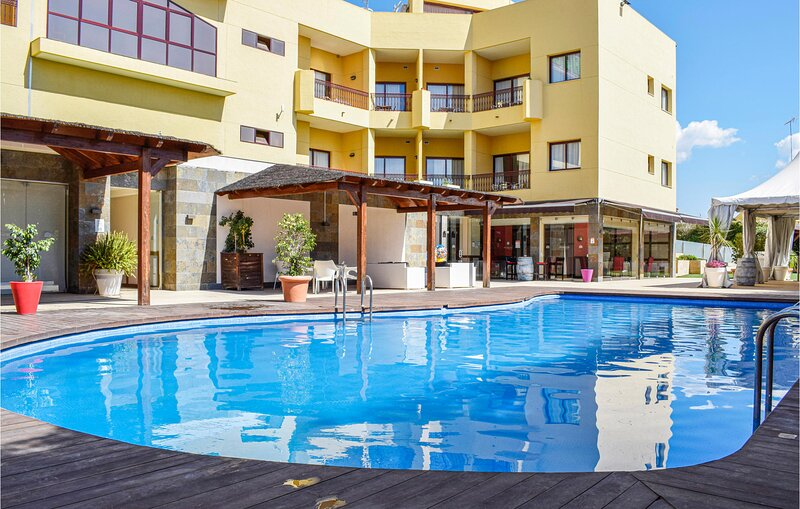 Nice apartment in Mazarrón with Outdoor swimming pool, WiFi and 2 Bedrooms (ECC, holiday rental in Bolnuevo