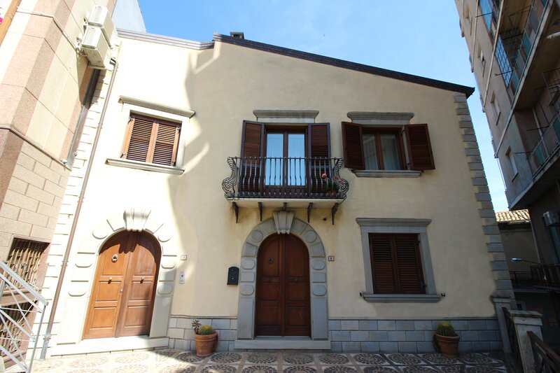 B&b Petra CAMERA VERDE MATRIMONIALE, holiday rental in Novara di Sicilia
