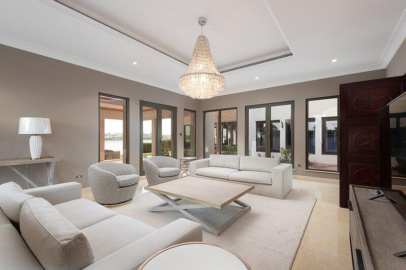 Maison Privee - Frond Villa K (59), holiday rental in Dubai