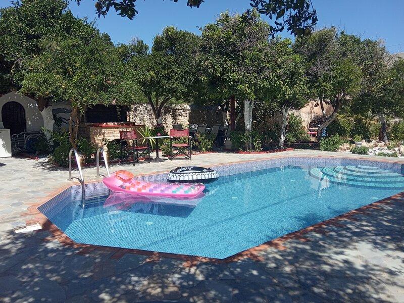 BELLA VILLA LIAKOS  2 BEDROOMS  FANTASTIC GARDEN POOL AREA CLOSE SANDY BEACH, holiday rental in Pigi