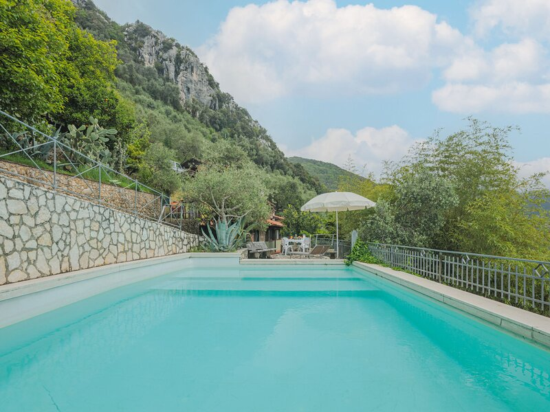 La Grotta (CMA245), holiday rental in Stazzema