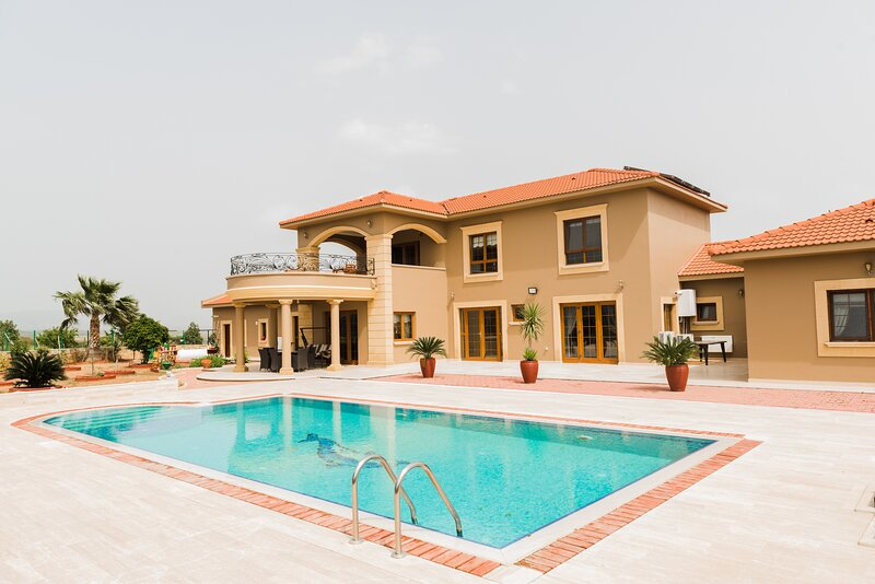 Private Getaway Villa with pool and mountain view, holiday rental in Alevkaya