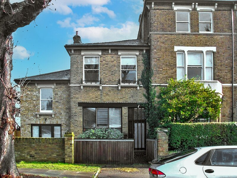 Holly Lodge Coach House, vacation rental in Hounslow