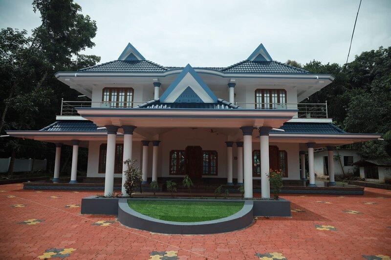 Luxurious 5 Bed House in Vettiyar, Mavelikara, location de vacances à Pathanamthitta