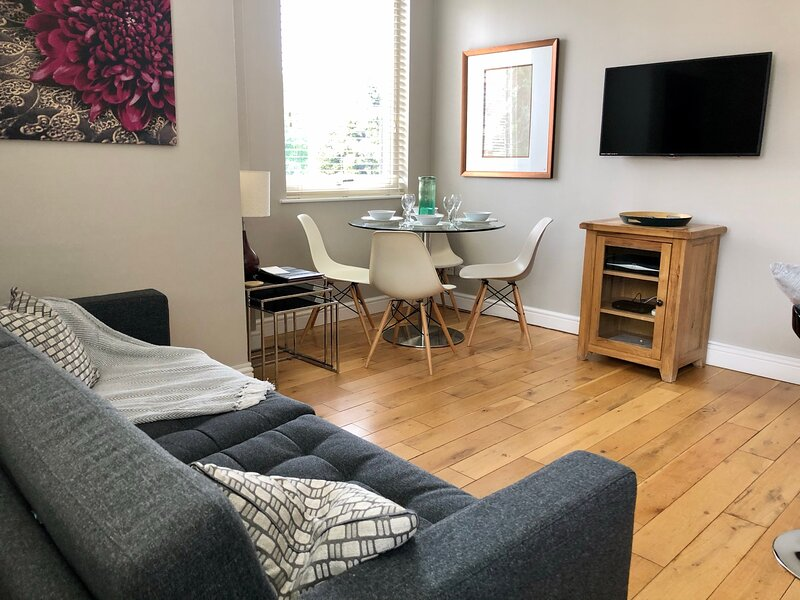 5 The Courtyard Apartment Windsor - free parking, holiday rental in Eton