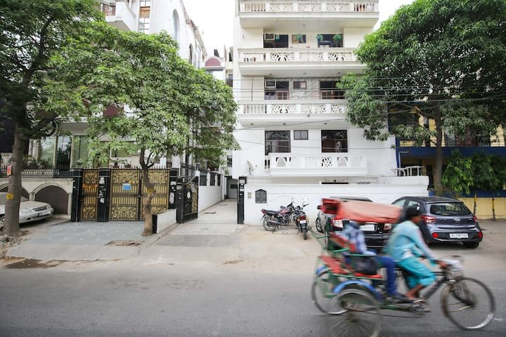 Luxury Inn - 5 Star Spacious Home with Kitchen, holiday rental in Ghaziabad