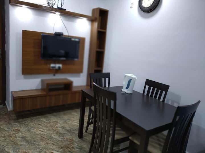 Entire 3 Bedroom Apartment Near Vaishali Metro, holiday rental in Ghaziabad