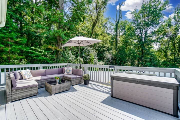 Newly Listed! Mins to Dwntwn & Airport - Private Prking - Fenced Yard - WIFI -Ol, holiday rental in Belmont