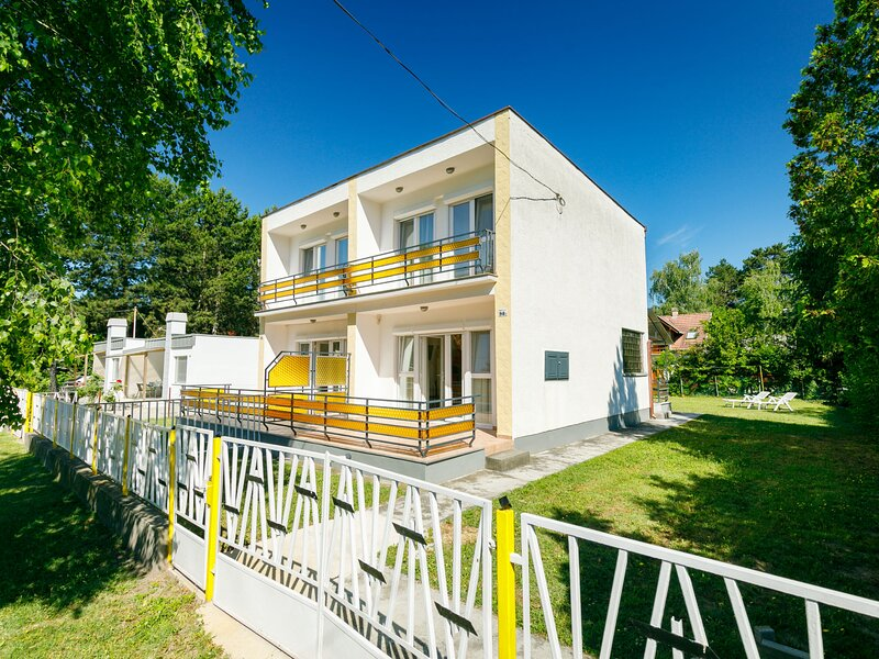 Cubic 1, holiday rental in Lovas