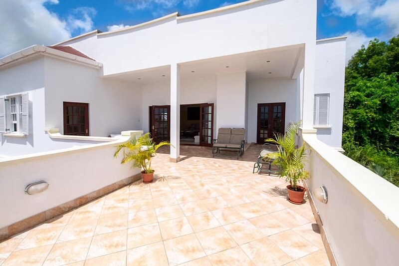 Nice 5Bedroom/6bathroom penthouse ashanti #9. (Private&Gated), holiday rental in Mullins