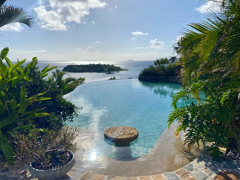 Luxury 7BR waterfront villa w/ 'insta'views, gourmet kitchen, library and boat, alquiler vacacional en The Baths