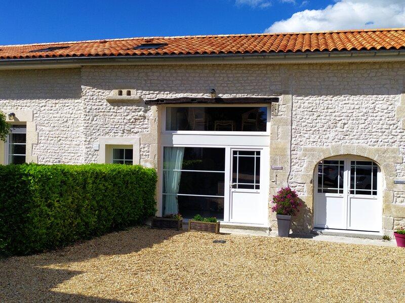 Chèvrefeuille at Les Gîtes du Vigneron, alquiler vacacional en Brives-sur-Charente