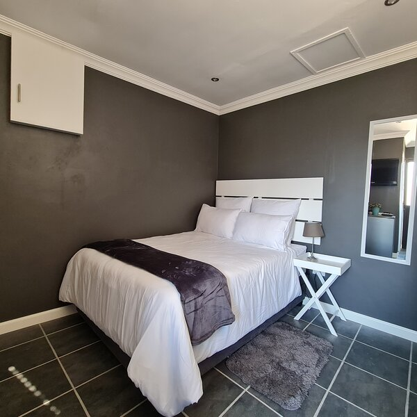 Vusi's Guesthouse, holiday rental in Durban