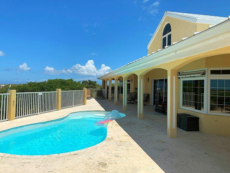Westview, 4 bedroom villa spectacular sunset & water views., alquiler de vacaciones en Long Bay Beach