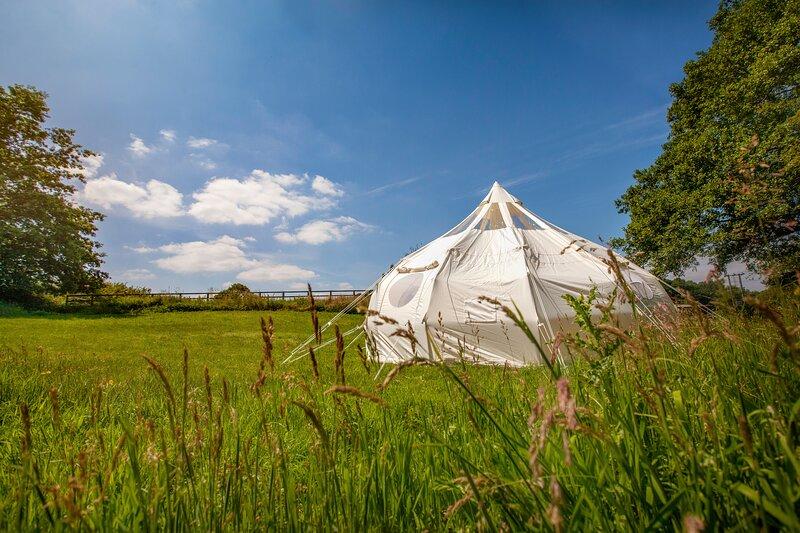 Stunning 1-Bed Star Gazing Bell Tent Loughborough, location de vacances à Kegworth