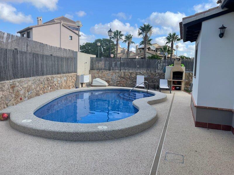 Impeccable 3-Bed Villa in Hancienda del alamo, holiday rental in Cuevas de Reyllo