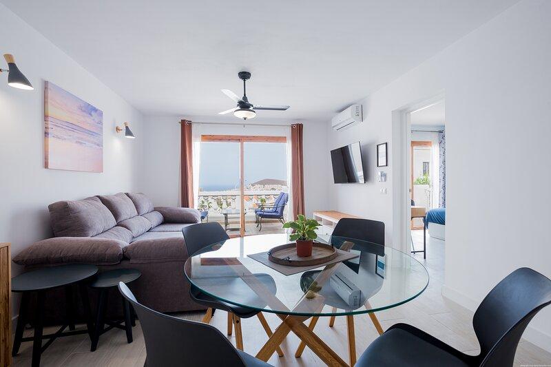 Newly Renovated Stunning Sea-Views apartment, aluguéis de temporada em Los Cristianos