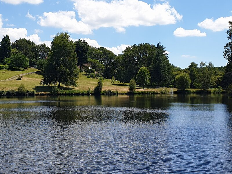 Les Deux Lacs - Stunning Gite with private Swimming Pool and Fishing lake, holiday rental in Champs-Romain