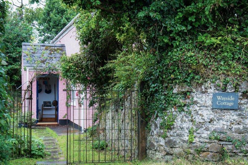 Wayside Cottage - 3 Bedroom Cottage - Cosheston, vacation rental in Neyland