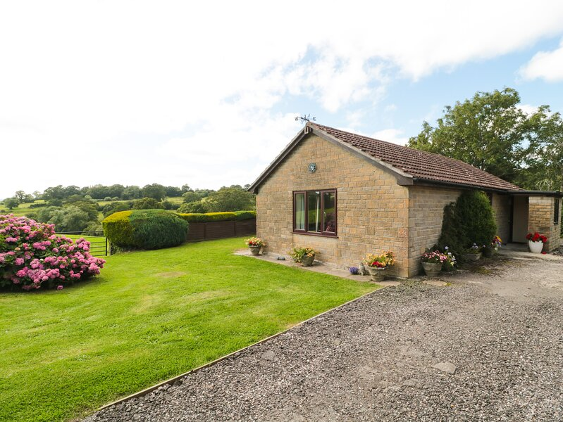 RYECROSS FARM COTTAGE, with a garden in Shaftesbury, Ref 1113, holiday rental in Fontmell Magna