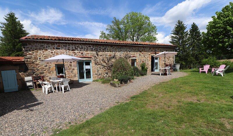 Les gites de l'Ostal Pèira, holiday rental in Condat-les-Montboissier