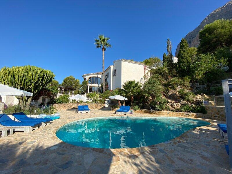 Luxury & Idyllic 7 bed/bath Villa. Heated pool/jacuzzi, cinema tv, pool table Wf, alquiler vacacional en Jávea