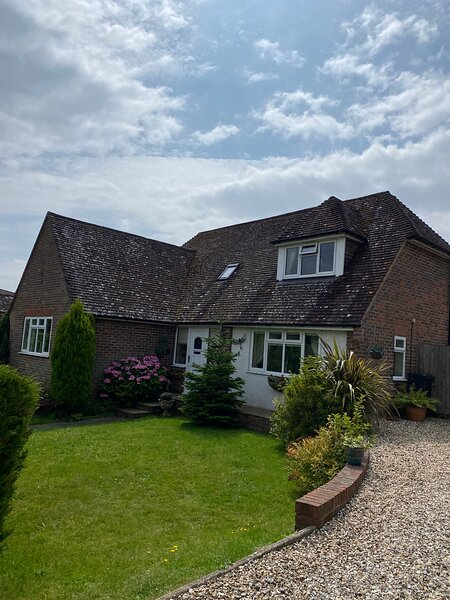 Beautifully presented detached chalet bungalow, sleeps 6, off road parking, casa vacanza a Petworth