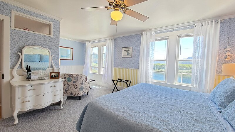 Requa Inn ~ Boat Creek Room ~ River Front View, holiday rental in Klamath