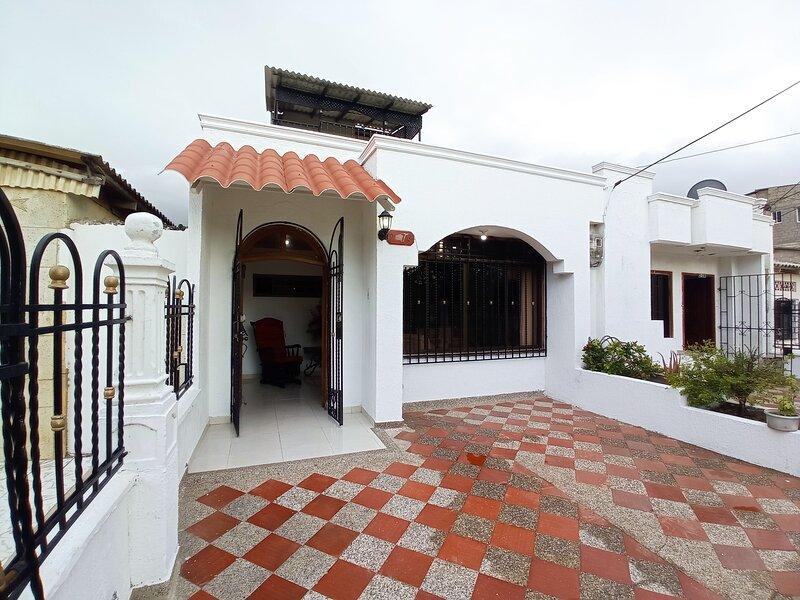 Yisait Casa - en centro histórico de la ciudad a pocas cuadras del mar, holiday rental in Riohacha