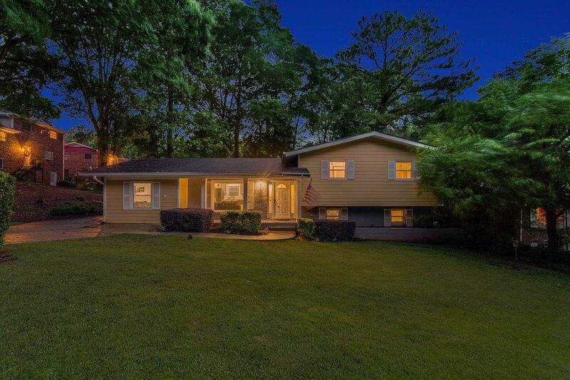 Stunning Atlanta Home, 6BDR 4BA sleeps 13, holiday rental in Ellenwood